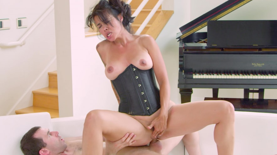 Dana Vespoli Loves Her Ass to be Wrecked